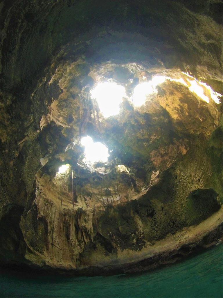 Thunderball-Grotto-interior-Bahamas